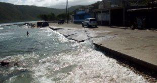 Oleaje ocasiona falla de borde en la carretera Gañango- Patanemo