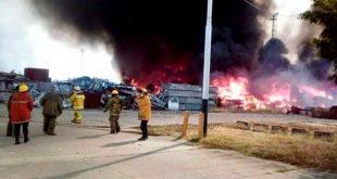 Gran incendio en la planta General Motors en Valencia