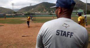 Una veintena de peloteros desarrollan su talento en la Academia de Beisbol Zeta Zeta