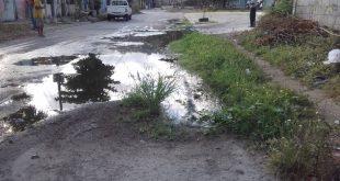 Sitiados por aguas negras alumnos del Instituto de Educación Especial Puerto Cabello en la urbanización Cumboto II