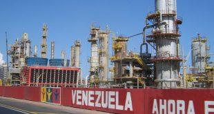 Producción petrolera venezolana en su nivel más bajo desde 1945