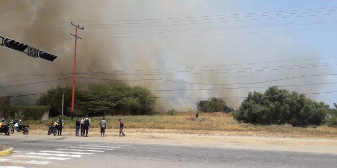 ¡Alerta! Fuego sin control se extiende a las cercanías del Hospital Prince Lara