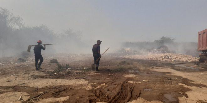 """Incendio de vegetación puso a correr a personal y pacientes del hospital """"Prince Lara"""""""