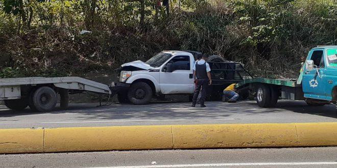 Accidente vehicular en la autopista Puerto Cabello-Valencia (EN DESARROLLO)