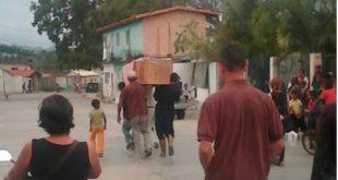 Enterrarán a vecino de La Pedrera en una urna elaborada con la madera de un escaparate