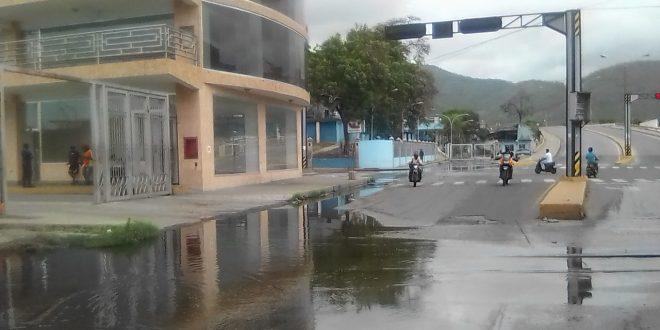 "Lagunas de Aguas Negras colpsan acceso al hospital ""Molina Sierra"""