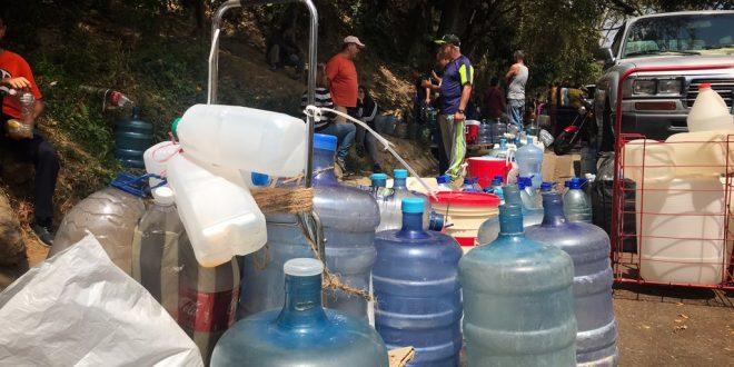 Sector IV de Santa Cruz sin agua desde hace tres meses